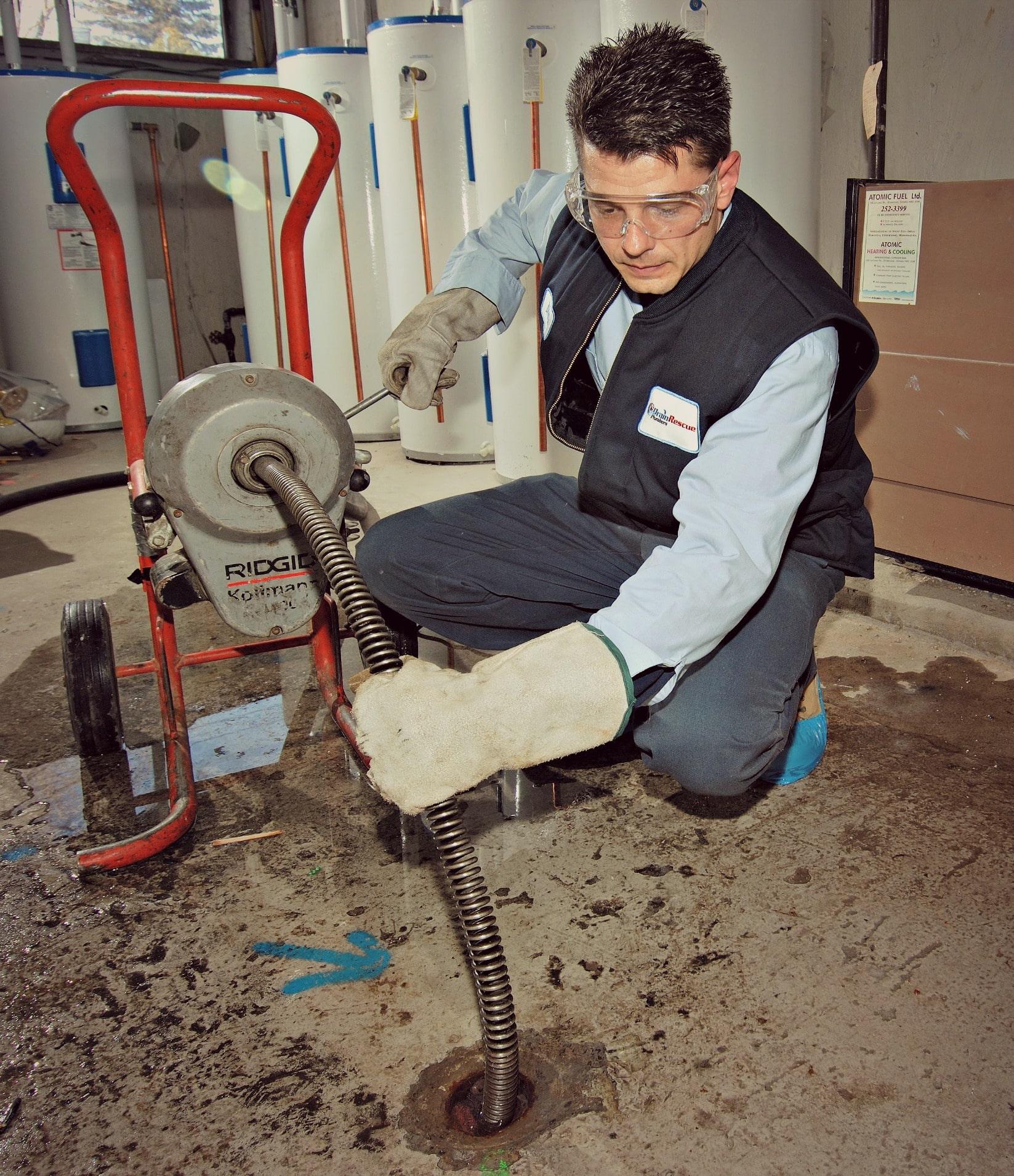 Чем прочистить канализацию в частном доме своими руками