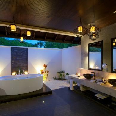 Fancy outdoor bath idea