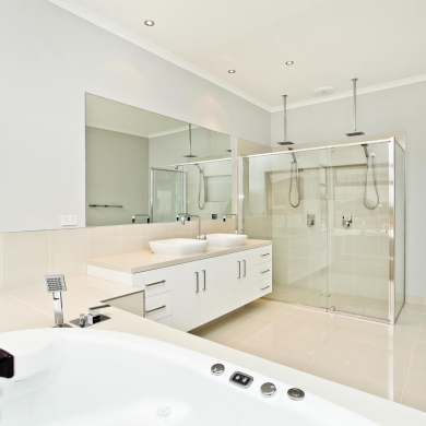 Large bathroom for two people