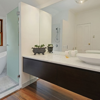 Modern bathroom with earthy accent