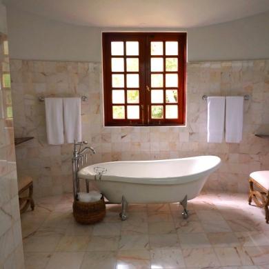 Old-fashioned bathroom with a clawfoot tub