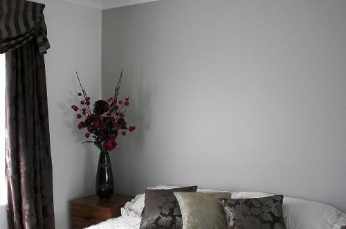 Subdued bedroom colour scheme