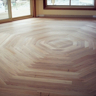 Creative floorboard design for an octagon room