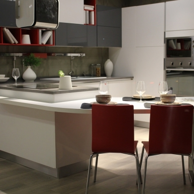 Space-saving kitchen and dining design