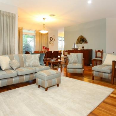 Cohesive colour scheme: walls, furniture, carpet, and curtains