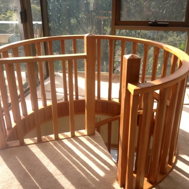 Curved balustrading for a spiral staircase