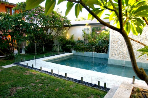 Narrow pool design