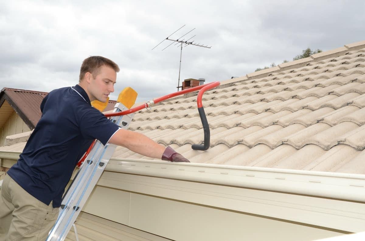 Tradie restoring roof