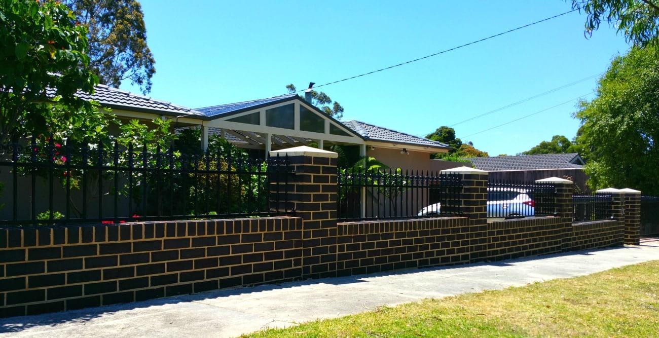 Aluminium fenced house compound