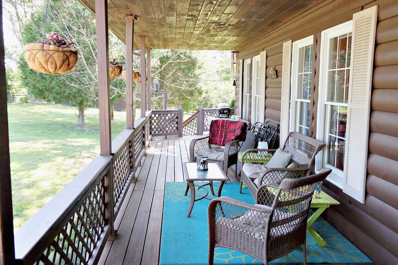 Verandah furnished with wicker chairs