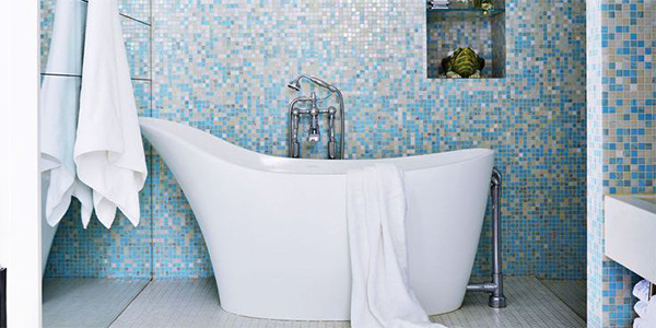 Ombre tiled bathroom wall
